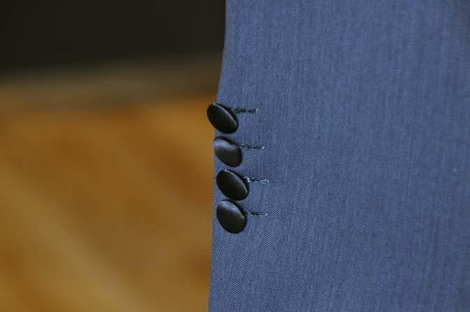 DSC1453-2 オーダータキシード(新郎衣装)の紹介-Biellesiネイビーパイピングジャケット- 名古屋の完全予約制オーダースーツ専門店DEFFERT