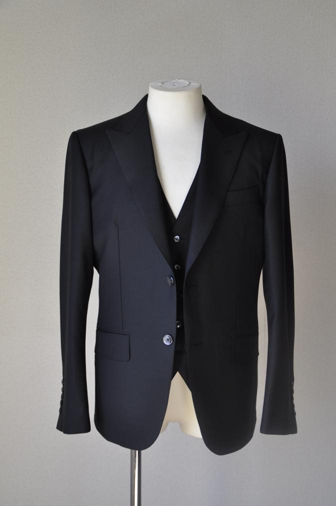 DSC14561 お客様のスーツの紹介-CANONICO ブラックスリーピース-