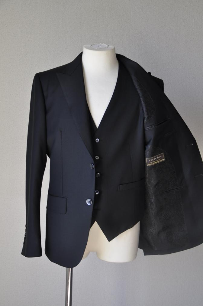 DSC14571 お客様のスーツの紹介-CANONICO ブラックスリーピース-