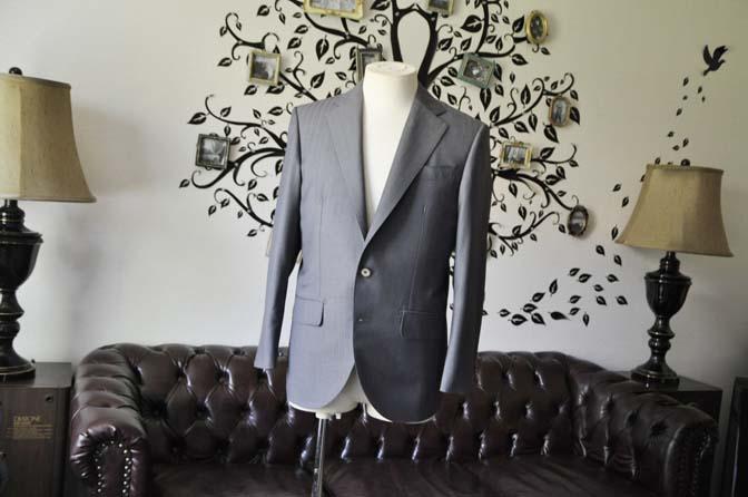 DSC1462-1 お客様のスーツの紹介-SCABAL GOLDEN RIBBONグレーストライプ- 名古屋の完全予約制オーダースーツ専門店DEFFERT