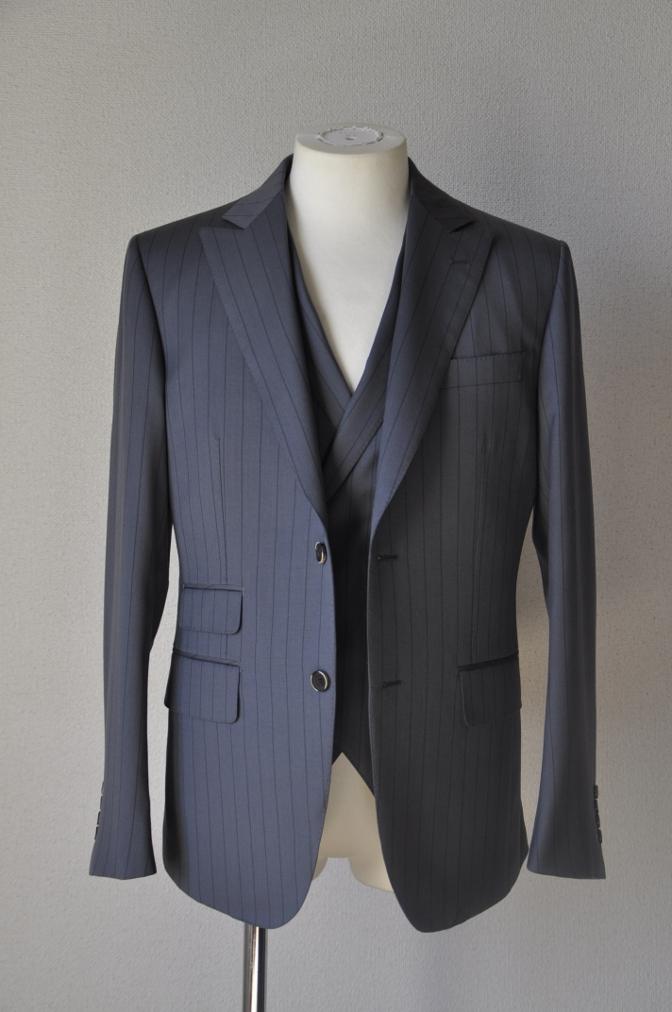 DSC1474 お客様のスーツの紹介-BIELLESI グレーストライプ 衿付ダブルジレのスリーピース-