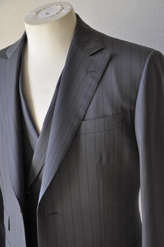 DSC1475 お客様のスーツの紹介-BIELLESI グレーストライプ 衿付ダブルジレのスリーピース-