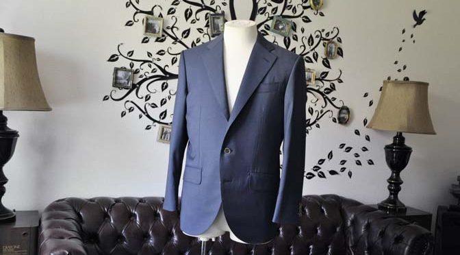 お客様のスーツの紹介-DORMEUIL EXEL 無地ネイビースーツ-
