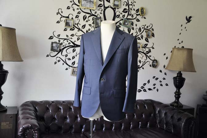 DSC1477-1 お客様のスーツの紹介-DORMEUIL EXEL 無地ネイビースーツ-
