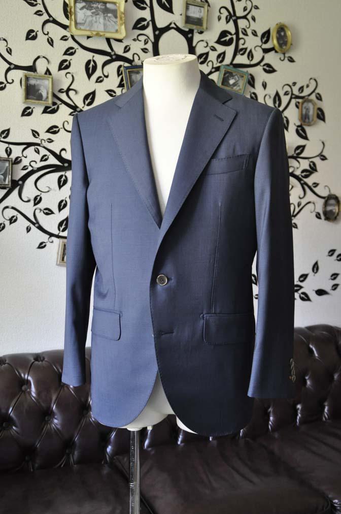 DSC1479-1 お客様のスーツの紹介-DORMEUIL EXEL 無地ネイビースーツ-