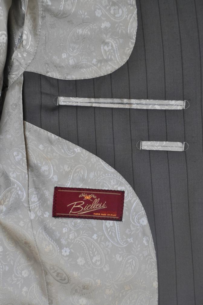 DSC1485 お客様のスーツの紹介-BIELLESI グレーストライプ 衿付ダブルジレのスリーピース-