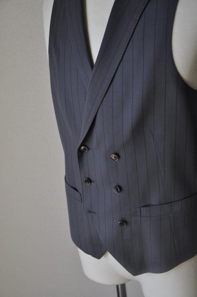 DSC1489 お客様のスーツの紹介-BIELLESI グレーストライプ 衿付ダブルジレのスリーピース-