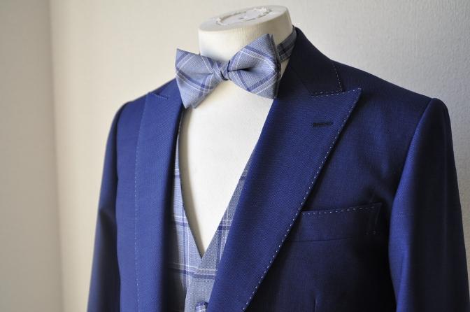 DSC1501 お客様のウエディング衣装の紹介-ネイビースーツにチェックベスト-