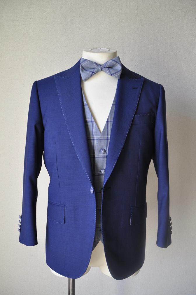 DSC15031 お客様のウエディング衣装の紹介-ネイビースーツにチェックベスト-