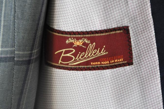 DSC15061 お客様のウエディング衣装の紹介-ネイビースーツにチェックベスト-