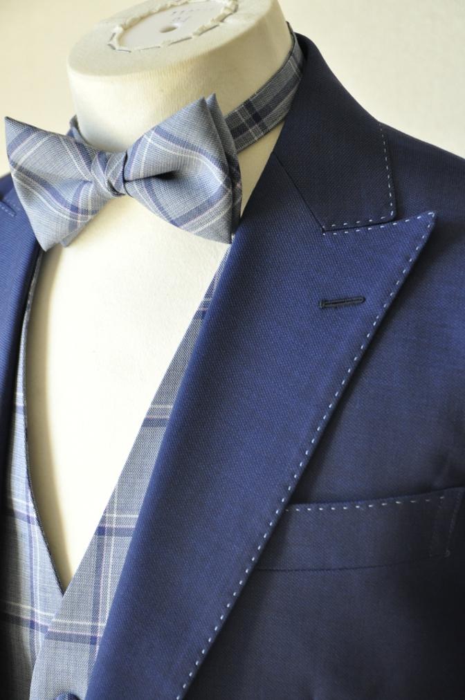 DSC1507 お客様のウエディング衣装の紹介-ネイビースーツにチェックベスト-