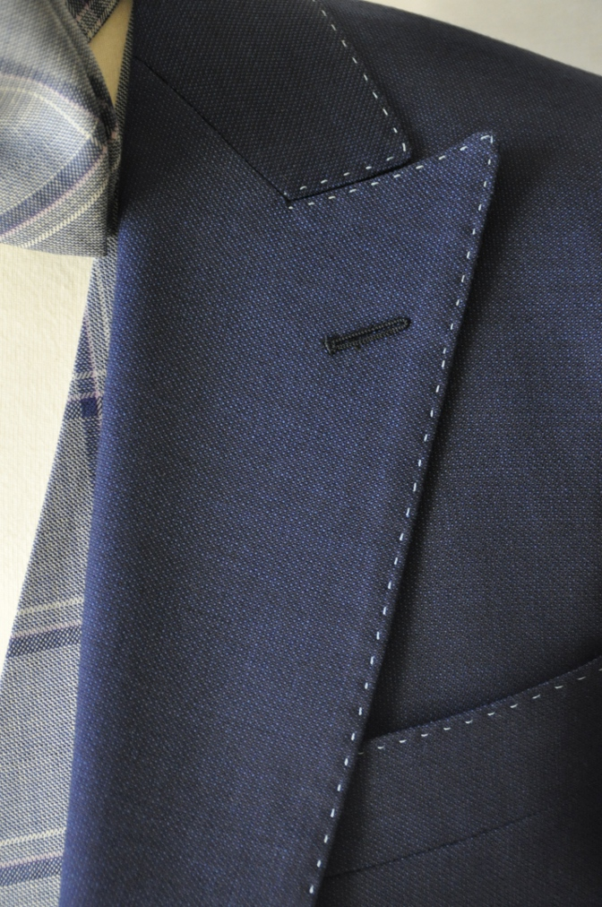 DSC1508 お客様のウエディング衣装の紹介-ネイビースーツにチェックベスト-