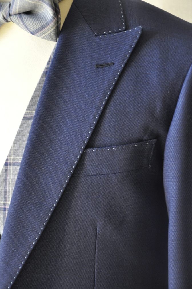 DSC1510 お客様のウエディング衣装の紹介-ネイビースーツにチェックベスト-