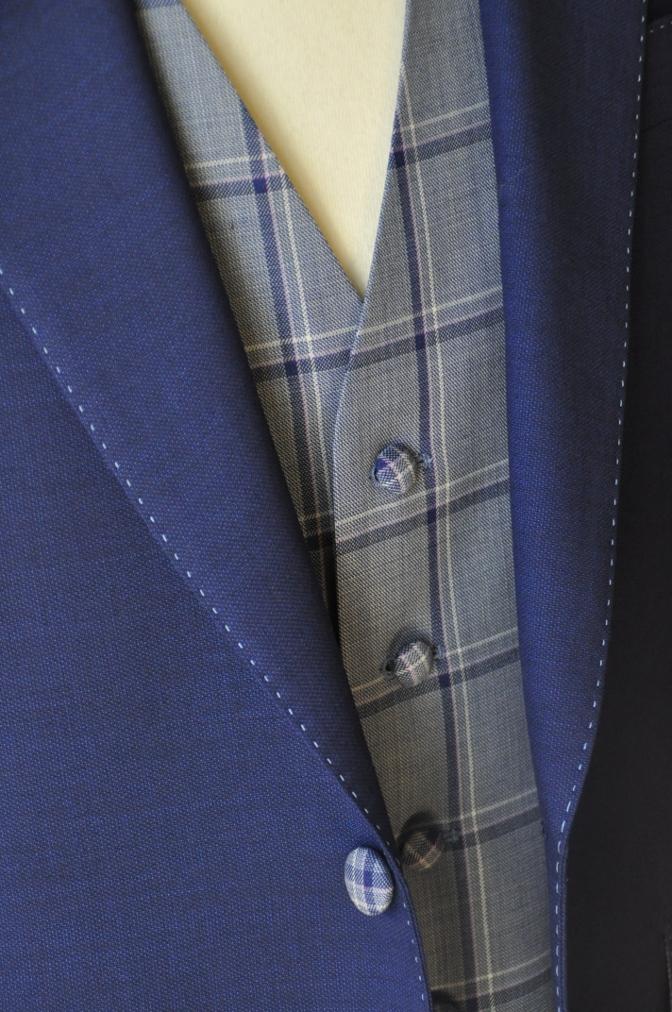 DSC1511 お客様のウエディング衣装の紹介-ネイビースーツにチェックベスト-
