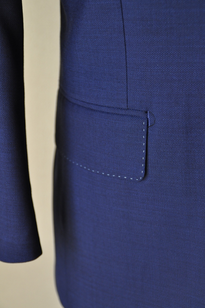 DSC1514 お客様のウエディング衣装の紹介-ネイビースーツにチェックベスト-