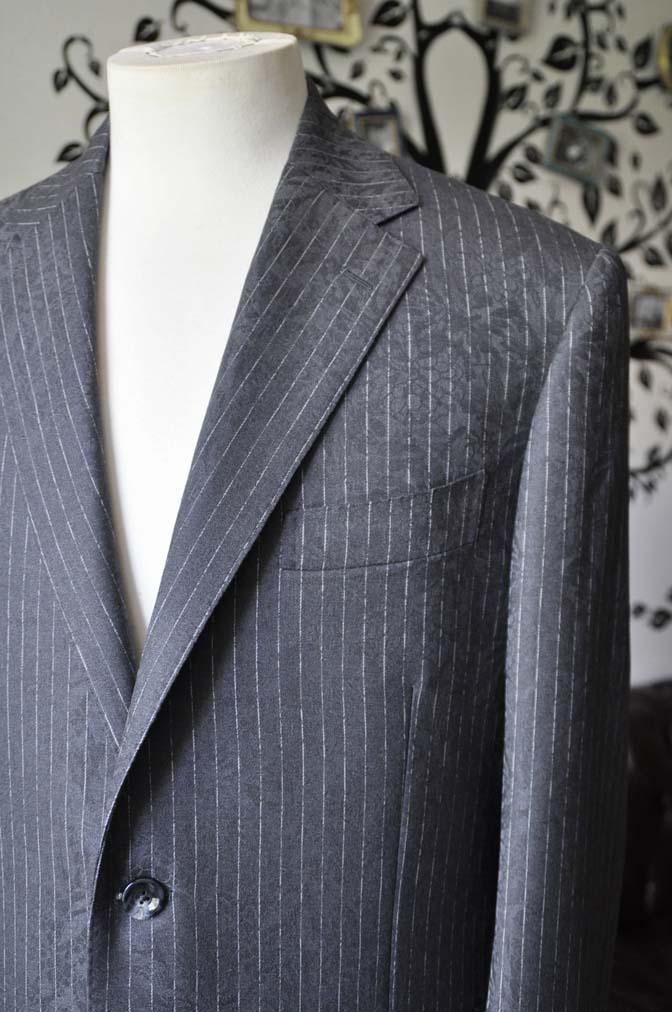 DSC1519-1 お客様のスーツの紹介-Collezioni Biellesiグレーストライプスーツ-