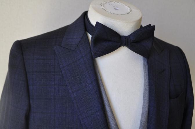 DSC15341 お客様のウエディング衣装の紹介-ネイビーチェックスーツにグレーベスト-