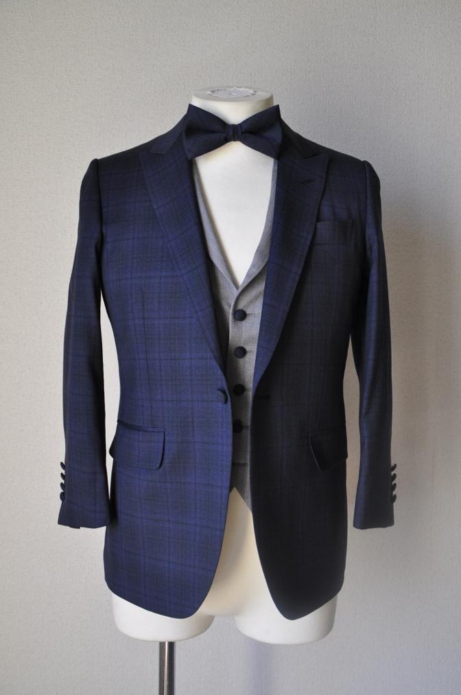 DSC15381 お客様のウエディング衣装の紹介-ネイビーチェックスーツにグレーベスト-