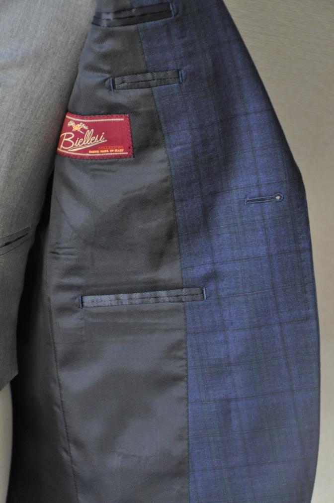DSC1540 お客様のウエディング衣装の紹介-ネイビーチェックスーツにグレーベスト-