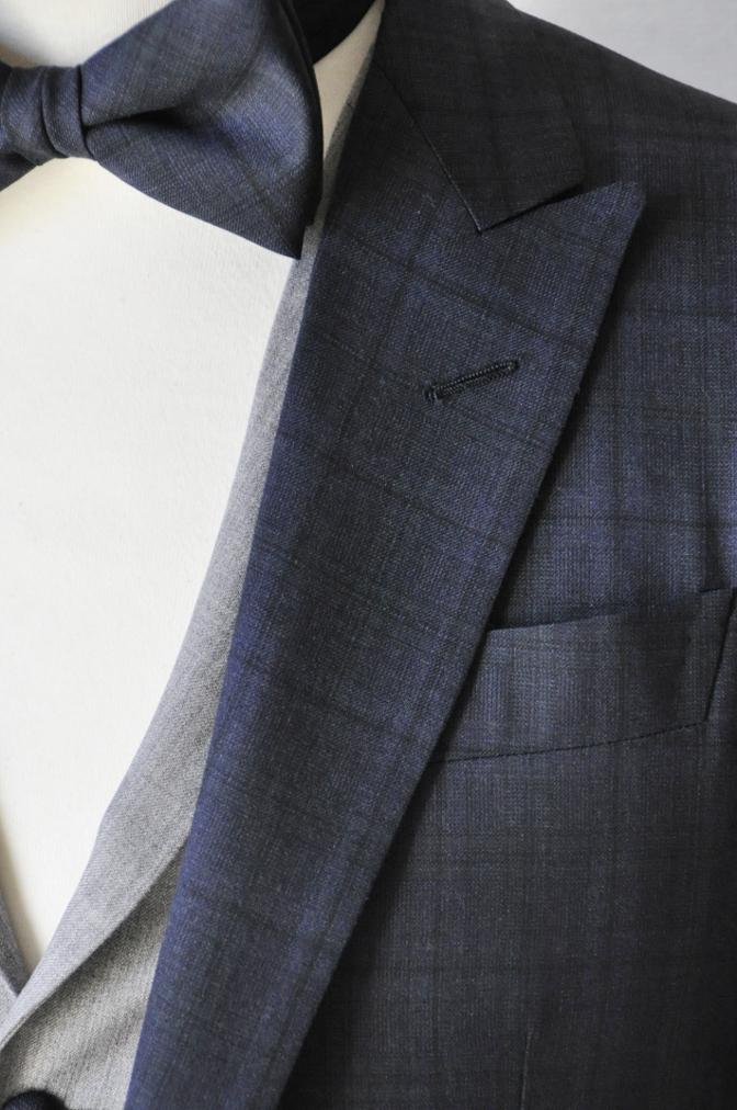 DSC1542 お客様のウエディング衣装の紹介-ネイビーチェックスーツにグレーベスト-