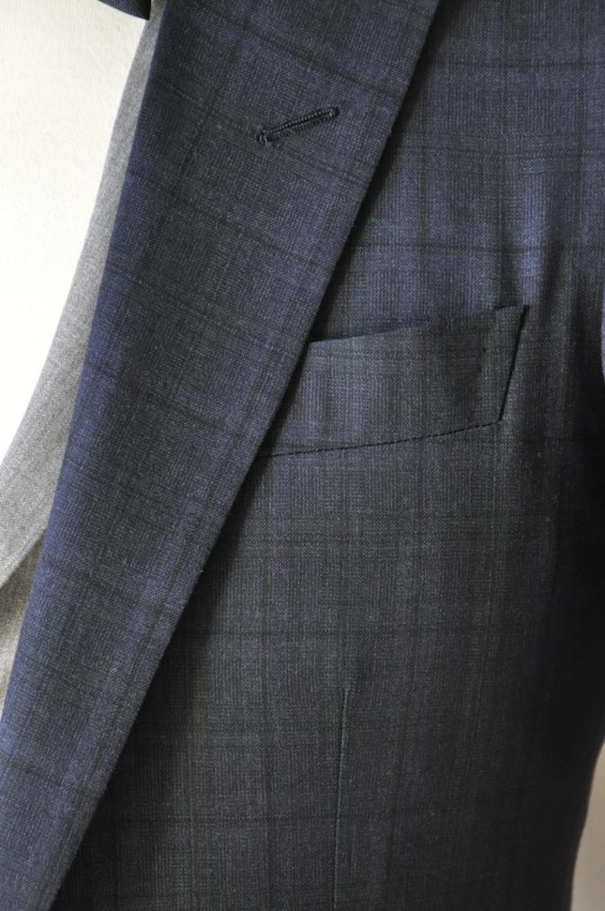 DSC15441 お客様のウエディング衣装の紹介-ネイビーチェックスーツにグレーベスト-