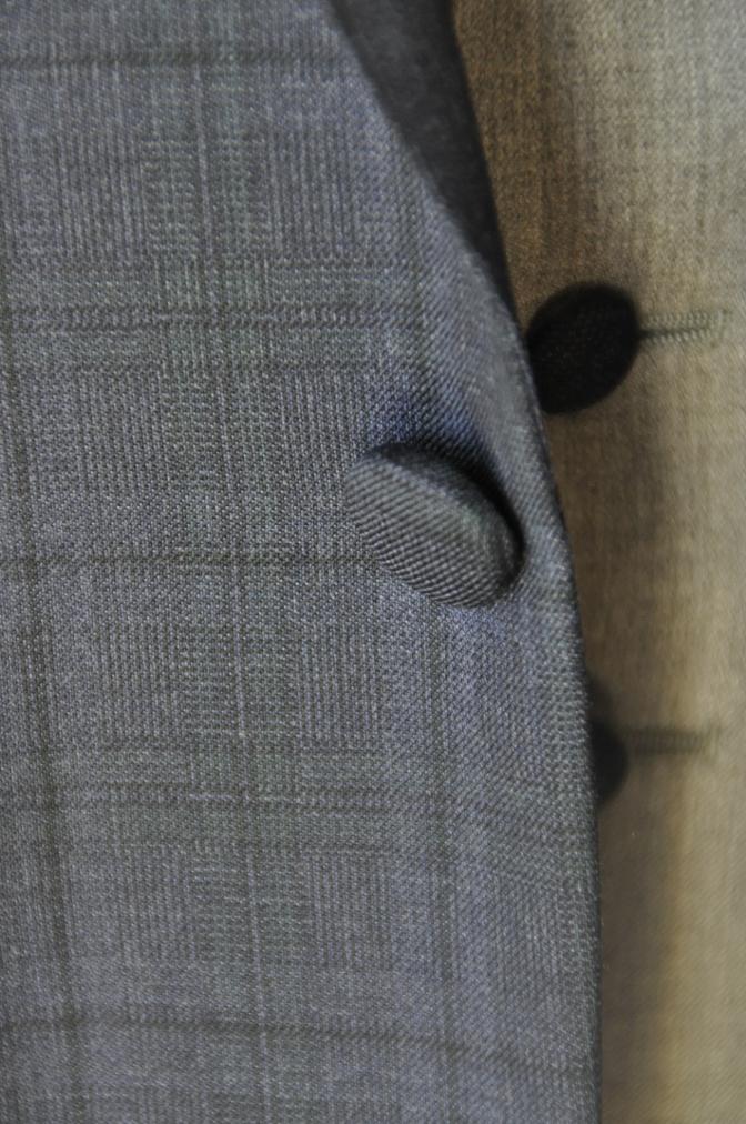 DSC15451 お客様のウエディング衣装の紹介-ネイビーチェックスーツにグレーベスト-