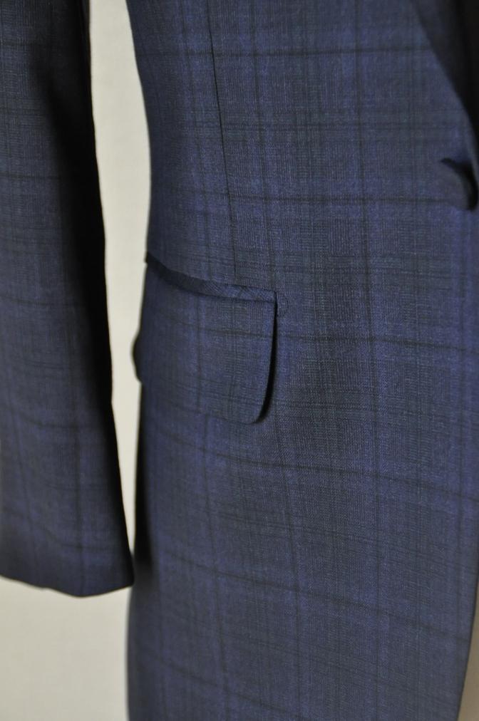 DSC1547 お客様のウエディング衣装の紹介-ネイビーチェックスーツにグレーベスト-