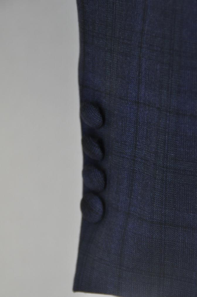 DSC1548 お客様のウエディング衣装の紹介-ネイビーチェックスーツにグレーベスト-