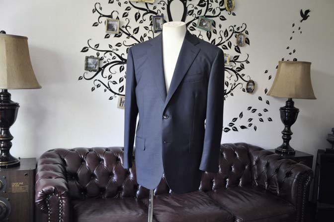 DSC1551-1 お客様のスーツの紹介-CANONICOネイビースーツ-