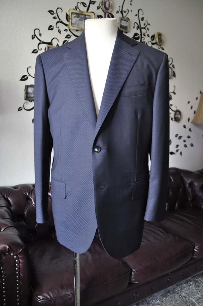 DSC1553-1 お客様のスーツの紹介-CANONICOネイビースーツ-