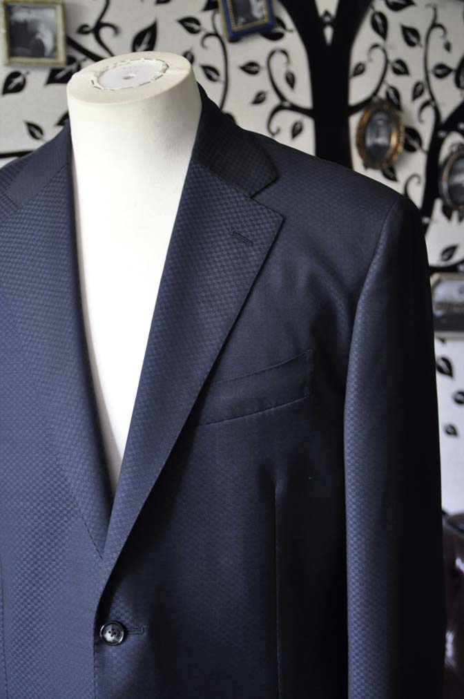 DSC1555-1 お客様のスーツの紹介-CANONICOネイビースーツ-