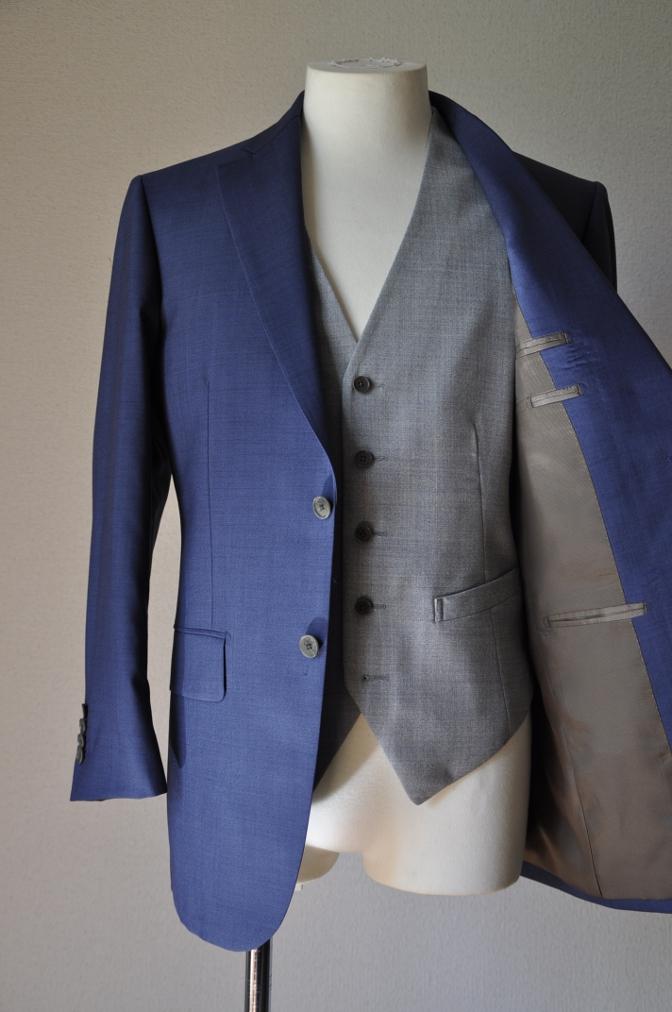 DSC1556 お客様のハワイウエディング衣装の紹介- ネイビースーツ グレーベスト- 名古屋の完全予約制オーダースーツ専門店DEFFERT