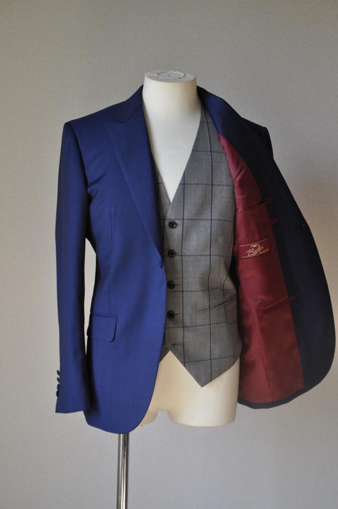 DSC15563 お客様のウエディング衣装の紹介-ネイビースーツ グレーチェックベスト-
