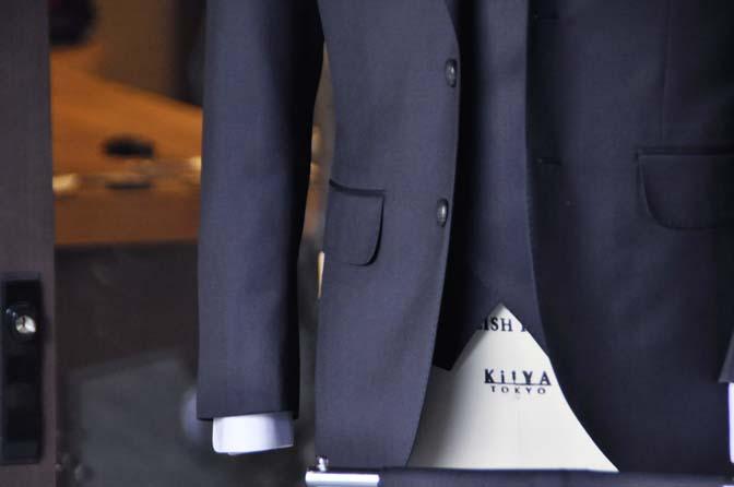 DSC1572-1 オーダースーツの紹介-Biellesi ネイビー 襟付きダブルジレのスリーピース - 名古屋の完全予約制オーダースーツ専門店DEFFERT
