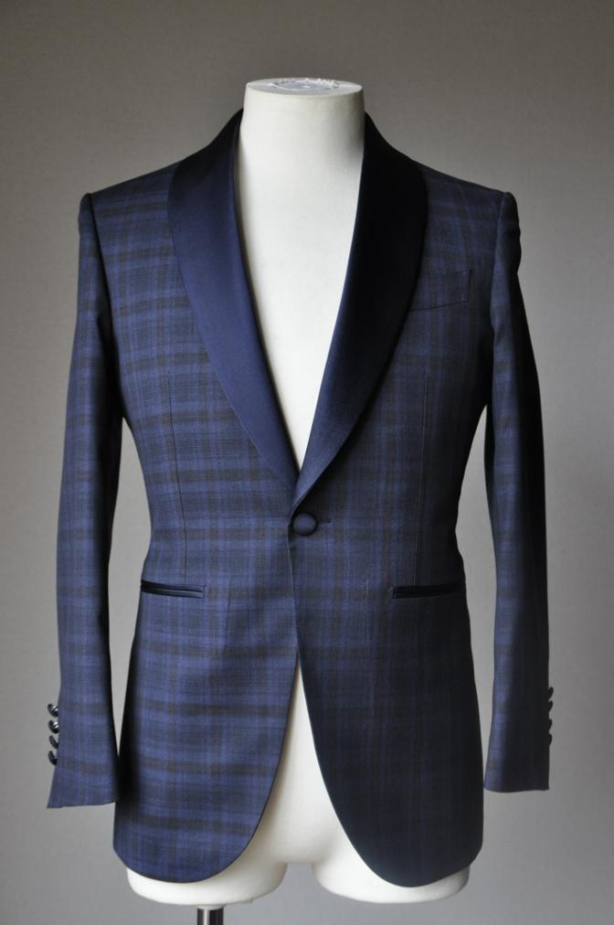 DSC15793 お客様のウエディング衣装の紹介-ネイビーチェックタキシード-