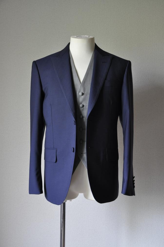 DSC15811 お客様のウエディング衣装の紹介- ネイビースーツとグレーベスト-