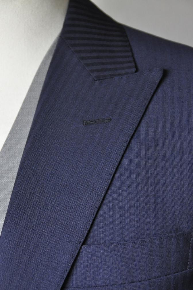 DSC1584 お客様のウエディング衣装の紹介- ネイビースーツとグレーベスト-