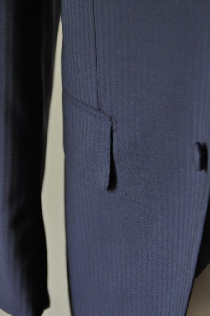 DSC15882 お客様のウエディング衣装の紹介- ネイビースーツとグレーベスト-