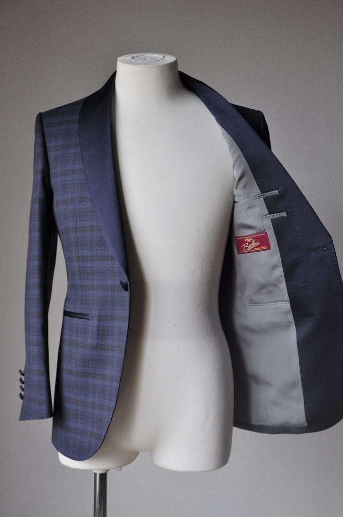 DSC15885 お客様のウエディング衣装の紹介-ネイビーチェックタキシード-