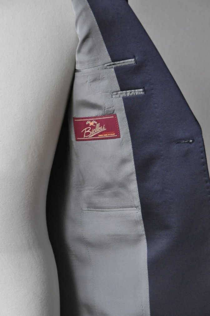 DSC15891 お客様のウエディング衣装の紹介-ネイビーチェックタキシード-