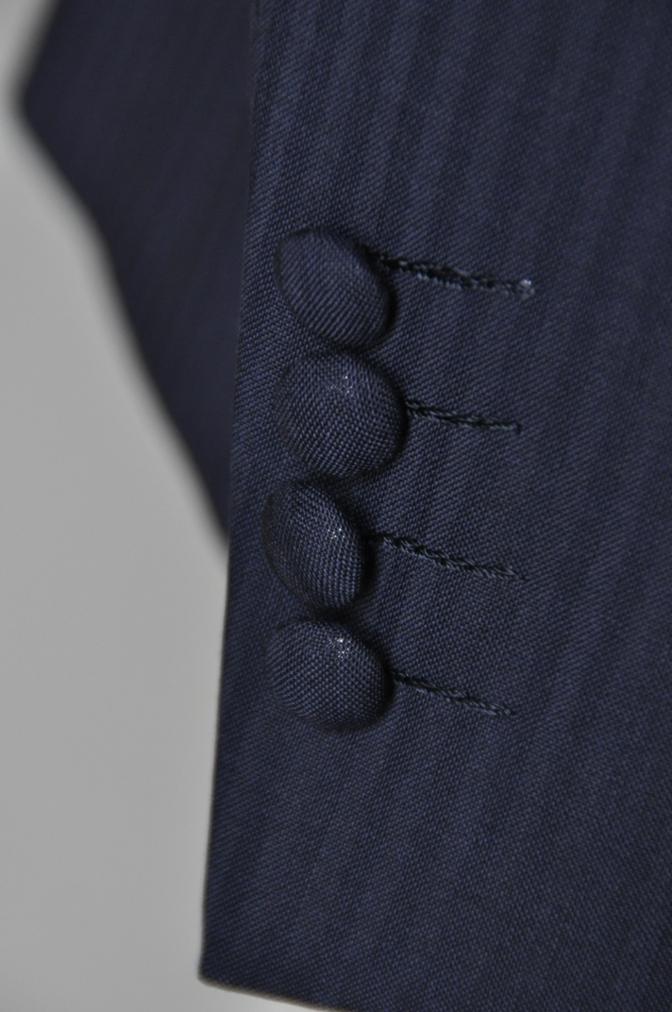 DSC15901 お客様のウエディング衣装の紹介- ネイビースーツとグレーベスト-