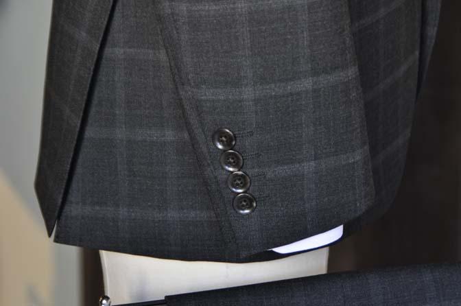 DSC1591-1 オーダースーツの紹介-グレーウィンドペンスーツ- 名古屋市西区那古野オーダースーツ専門店