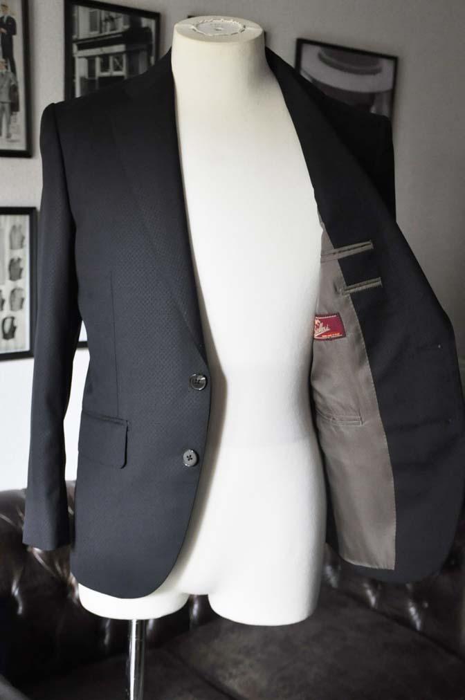 DSC15982 お客様のスーツの紹介- Biellesi ブラックスーツ-