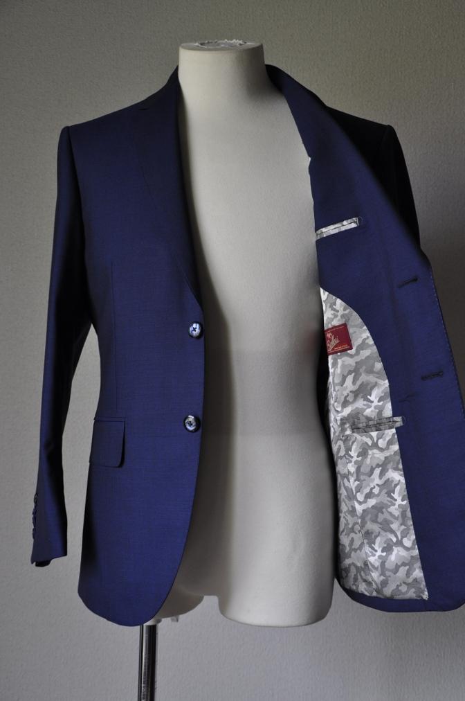 DSC1599 お客様のスーツの紹介- BIELLESI 無地ネイビー-