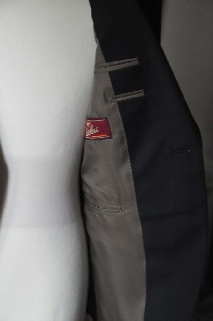 DSC15993-680x1024 お客様のスーツの紹介- Biellesi ブラックスーツ-