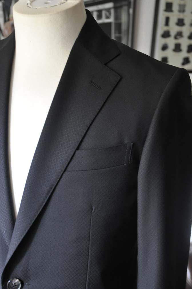 DSC16013 お客様のスーツの紹介- Biellesi ブラックスーツ-