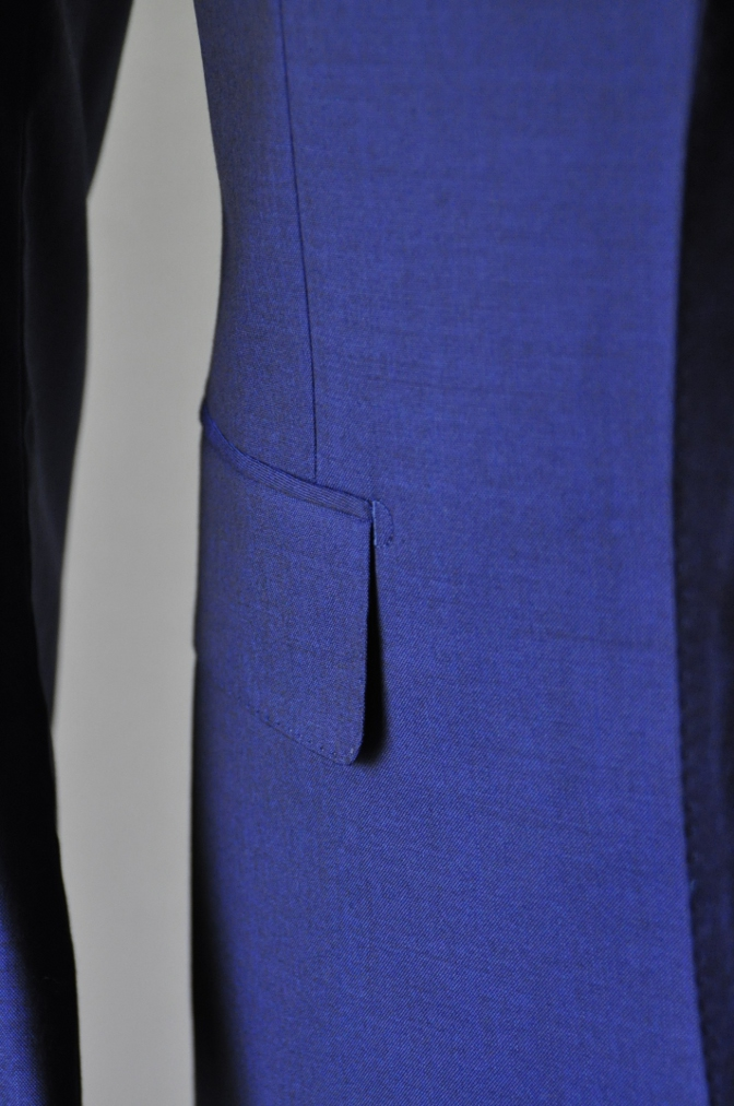 DSC1606 お客様のスーツの紹介- BIELLESI 無地ネイビー-
