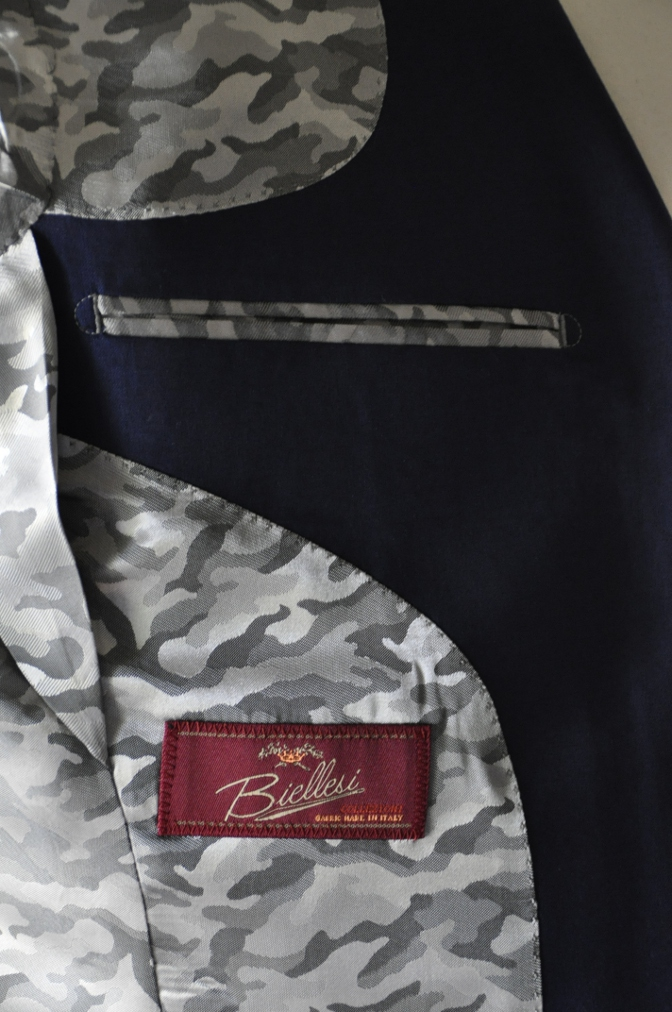 DSC1610 お客様のスーツの紹介- BIELLESI 無地ネイビー-