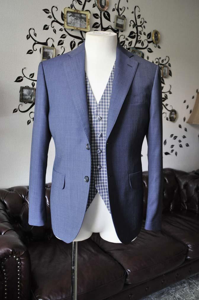 DSC1611-1 お客様のウエディング衣装の紹介- Biellesi無地ネイビースーツ チェックベスト-