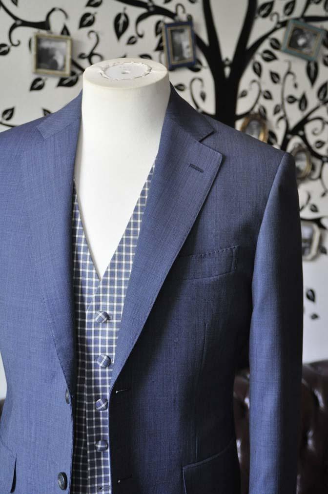 DSC1614-1 お客様のウエディング衣装の紹介- Biellesi無地ネイビースーツ チェックベスト-